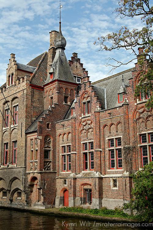 Europe, Belgium, Brugges. Scenic canals of Brugges.