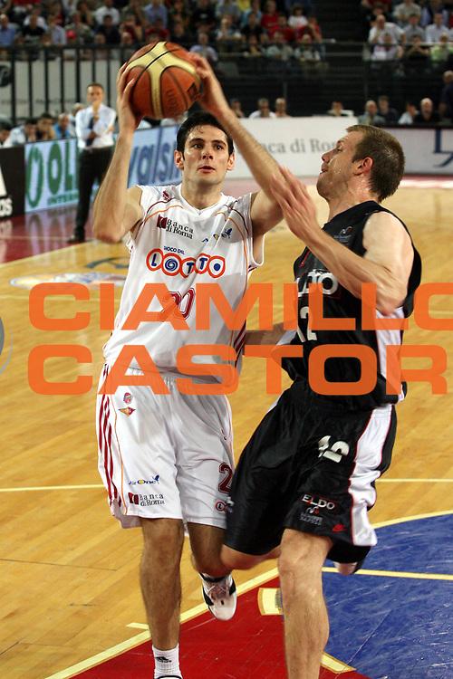 DESCRIZIONE : Roma Lega A1 2006-07 Playoff Quarti di Finale Gara 3 Lottomatica Virtus Roma Eldo Napoli<br />GIOCATORE : Ognjen Askrabic<br />SQUADRA : Lottomatica Virtus Roma<br />EVENTO : Campionato Lega A1 2006-2007 Playoff Quarti di Finale Gara 3 <br />GARA : Lottomatica Virtus Roma Eldo Napoli<br />DATA : 22/05/2007 <br />CATEGORIA : Tiro<br />SPORT : Pallacanestro <br />AUTORE : Agenzia Ciamillo-Castoria/G.Ciamillo