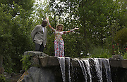 Kriss Akabusi and Britt Ekland, Chelsea Flower show, 25 May 2004. ONE TIME USE ONLY - DO NOT ARCHIVE  © Copyright Photograph by Dafydd Jones 66 Stockwell Park Rd. London SW9 0DA Tel 020 7733 0108 www.dafjones.com