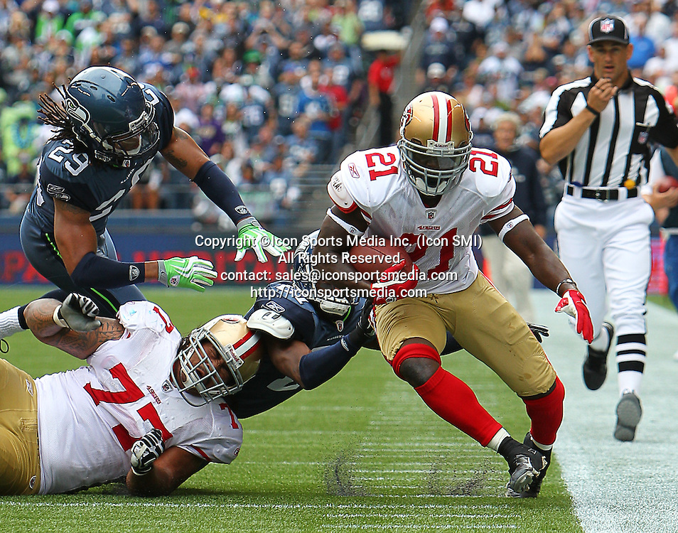 12 SEPTEMBER 2010: San Francisco 49ers RB Frank Gore (#21) tip toes down the sideline in a game between the San Francisco 49ers and the Seattle Seahawks at Qwest Field Seattle, Washington