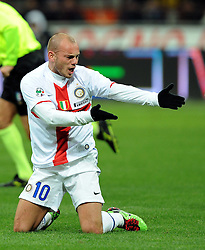07.03.2010, Stadio Giuseppe Meazza, Mailand, ITA, Serie A, Inter Mailand vs FC Genua, im Bild Wesley SNEIJDER Inter., schreit und deutet richtung Boden, EXPA Pictures © 2010, PhotoCredit: EXPA/ InsideFoto/ Nicolo Zangirolami / for Slovenia SPORTIDA PHOTO AGENCY.