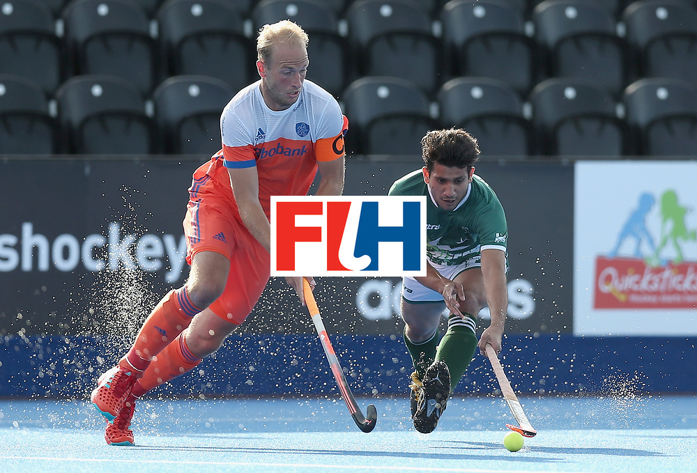LONDON, ENGLAND - JUNE 15: Billy Bakker of the Netherlands takes the ball past Niwaz Ashfaq of Pakistan during the Hero Hockey World League Semi Final match between India and Scotland at Lee Valley Hockey and Tennis Centre on June 15, 2017 in London, England.  (Photo by Alex Morton/Getty Images)