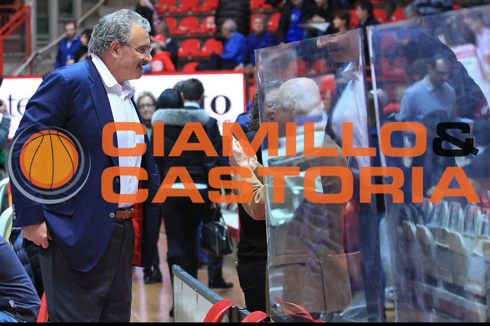 DESCRIZIONE : Varese Lega A 2013-14 Pallacanestro Varese Banco di Sardegna Sassari<br /> GIOCATORE :Romeo Sacchetti<br /> CATEGORIA : Coach Fair Play<br /> SQUADRA : Banco di Sardegna Sassari<br /> EVENTO : Campionato Lega A 2013-2014<br /> GARA :Pallacanestro Varese Banco di Sardegna Sassari<br /> DATA : 23/02/2014<br /> SPORT : Pallacanestro <br /> AUTORE : Agenzia Ciamillo-Castoria/I.Mancini<br /> Galleria : Lega Basket A 2013-2014  <br /> Fotonotizia : Milano Lega A 2013-2014 Pallacanestro Varese Banco di Sardegna Sassari<br /> Predefinita :