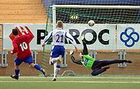 Vallhall 21.04.2003.  Fotball herrer, 1. divisjon. Skeid Fotball mot FK Haugesund (3-1). Daniel Fredheim Holm scorer Skeids andre mål.<br /> Foto: Geir Egil Skog, Digitalsport