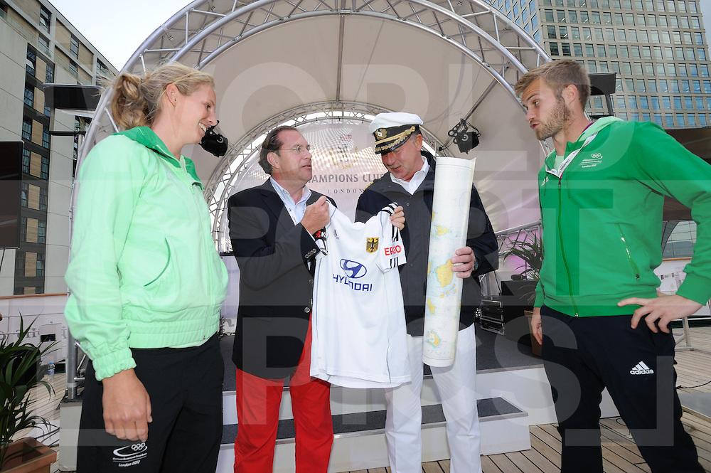 LONDON - Olympische Spelen 2012.Traumschiff.Eltern aben am board von das Traumschiif Deutschland...FFU PRESS AGENCY COPYRIGHT FRANK UIJLENBROEK.