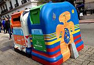 Intervención artística en los contenedores