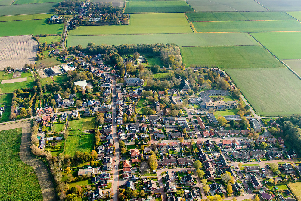 Nederland, Friesland, Gemeente Marne, 04-11-2018; Kloosterburen, dorp op het Hogeland (Hoogeland), Groningse streek. Genoemd naar voormalige kloosters, katholieke enclave.<br /> Village, north Groningen.<br /> <br /> luchtfoto (toeslag op standaard tarieven);<br /> aerial photo (additional fee required);<br /> copyright © foto/photo Siebe Swart