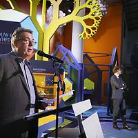 Nederland, Amsterdam , 22 september 2014.<br /> Google schenkt NEMO 1 Miljoen dollar voor Wetenschap en Techniek<br /> Vandaag maakt Google bekend dat het 1.000.000 dollar  heeft geschonken aan Science Center NEMO. Deze donatie is bedoeld ter ondersteuning van de aanpak van NEMO gericht op de talentontwikkeling van kinderen op het gebied van wetenschap en techniek. <br /> Hierbij ontwikkelen basisschoolkinderen de benodigde vaardigheden voor de 21ste eeuw, waaronder creativiteit, probleemoplossend vermogen, en ict-geletterdheid.  <br /> Op de foto Michiel Buchel, algemeen directeur NEMO,<br /> Foto:Jean-Pierre Jans/ANP in Opdracht