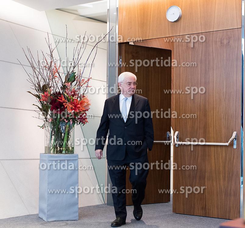 01.12.2016, RBI Zentrale, Wien, AUT, Raiffeisen Bank International, Pressekonferenz mit dem designierten Vorstandsvorsitzenden, im Bild Generaldirektor der Raiffeisen Zentralbank (RZB) Walter Rothensteiner // Director General of the RZB Walter Rothensteiner during press conference of the RBI in Vienna, Austria on 2016/12/01, EXPA Pictures © 2016, PhotoCredit: EXPA/ Michael Gruber