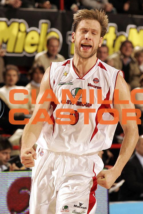 DESCRIZIONE : FORLI  FINAL 8 COPPA ITALIA LEGA A1 2005<br />GIOCATORE : DE POL<br />SQUADRA : CASTI GROUP VARESE<br />EVENTO : FINAL 8 COPPA ITALIA LEGA A1 2005<br />GARA : BENETTON TREVISO-CASTI GROUP VARESE<br />DATA : 17/02/2005<br />CATEGORIA : Tiro<br />SPORT : Pallacanestro<br />AUTORE : AGENZIA CIAMILLO &amp; CASTORIA/P.Lazzeroni