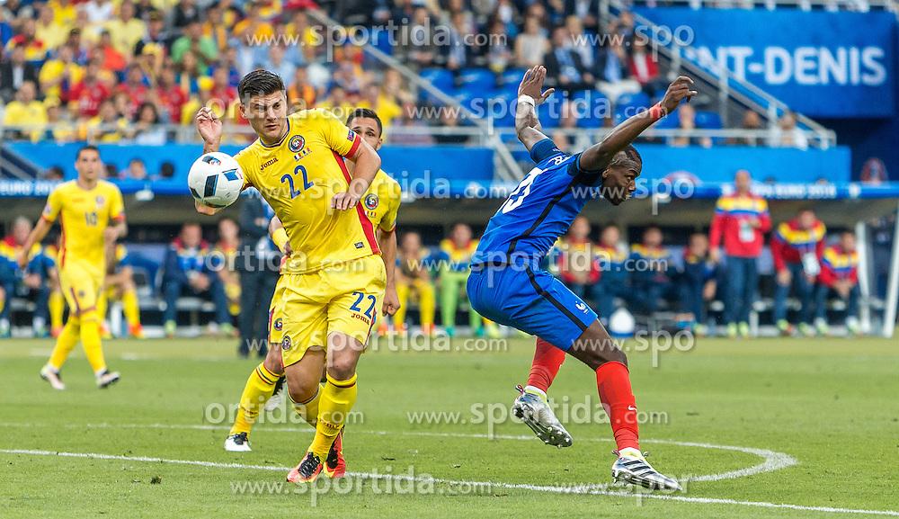 10.06.2016, Stade de France, St. Denis, FRA, UEFA Euro, Frankreich, Frankreich vs Rumaenien, Gruppe A, im Bild Cristian Sapunaru (ROU), Paul Pogba (FRA) // Cristian Sapunaru (ROU), Paul Pogba (FRA) during Group A match between France and Romania of the UEFA EURO 2016 France at the Stade de France in St. Denis, France on 2016/06/10. EXPA Pictures © 2016, PhotoCredit: EXPA/ JFK