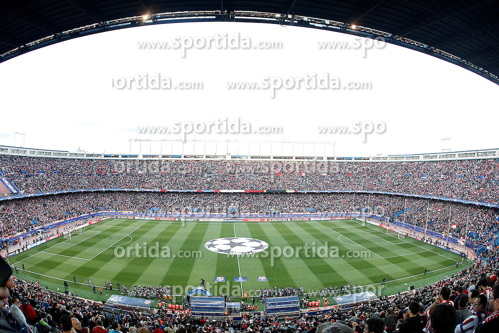 13.04.2016, Estadio Vicente Calderon, Madrid, ESP, UEFA CL, Atletico Madrid vs FC Barcelona, Viertelfinale, Rueckspiel, im Bild Atletico de Madrid's supporters // during the UEFA Champions League Quaterfinal, 2nd Leg match between Atletico Madrid and FC Barcelona at the Estadio Vicente Calderon in Madrid, Spain on 2016/04/13. EXPA Pictures &copy; 2016, PhotoCredit: EXPA/ Alterphotos/ Acero<br /> <br /> *****ATTENTION - OUT of ESP, SUI*****