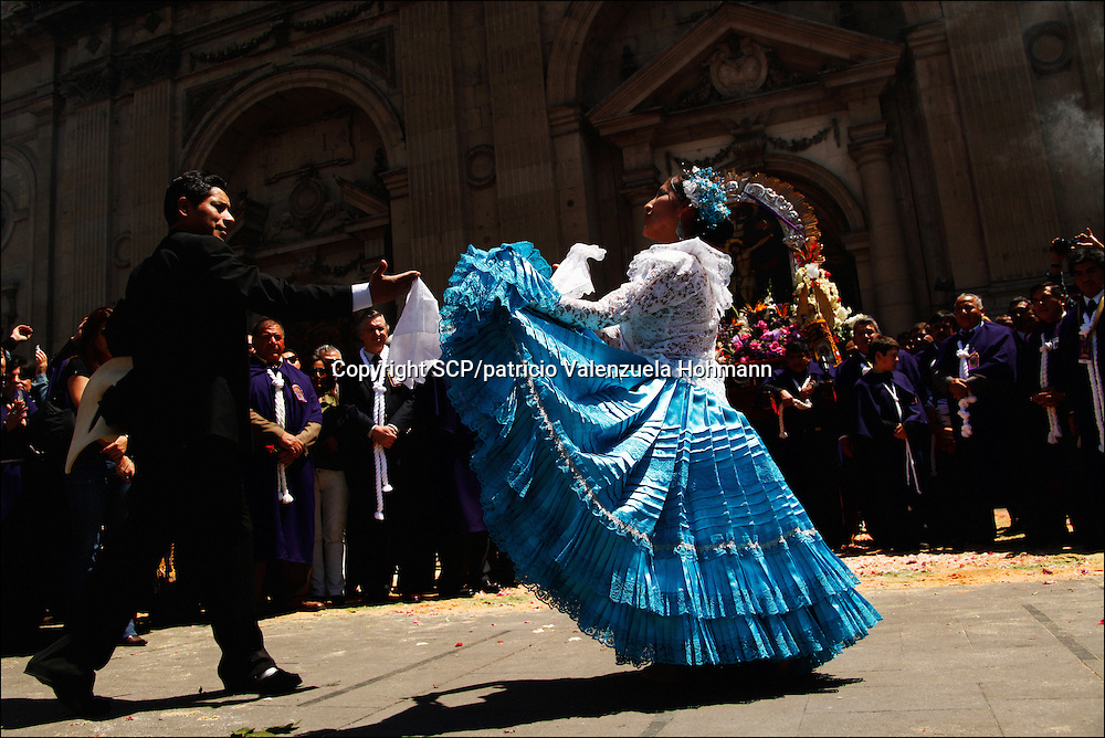 Before the beggining of the ceremony a couple dances &quot;La Marinera&quot; a traditional dance.<br /> Thousands of immigrants from Peru gathered to celebrate &quot;The Lord of the Miracles&quot; religious festivity in downtown Santiago, Chile. October 25 2009. Peruvians are the biggest immigrants community in Chile.