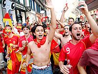 GEPA-2906087334A - WIEN,AUSTRIA,29.JUN.08 - FUSSBALL - UEFA Europameisterschaft, EURO 2008, Host City Fan Zone, Fanmeile, Fan Meile, Public Viewing. Bild zeigt Spanien-Fans.<br />Foto: GEPA pictures/ Reinhard Mueller