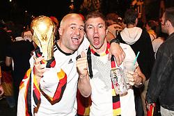 23.06.2010, Leopoldstrasse Schwabing, Muenchen, GER, FIFA Worldcup, Fanfeier nach Ghana vs Deutschland,  im Bild Fans mit Pokal , EXPA Pictures © 2010, PhotoCredit: EXPA/ nph/  Straubmeier