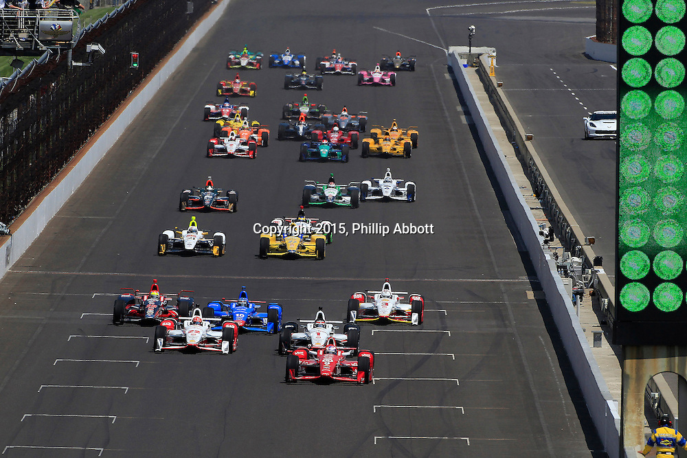 24 May, 2015, Indianapolis, Indiana, USA<br /> Scott Dixon leads at the start<br /> &copy;2015, Phillip Abbott<br /> LAT Photo USA