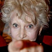 NLD/Laren/20100419 - Overhandiging boek John Kraaijkamp, Adèle Bloemendaal