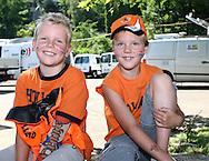 21-06-2008: Voetbal: Nederland-Rusland: Basel <br /> Jonge Oranje supporters wachten voor de wedstrijd op het TV park<br /> Foto: Geert van Erven
