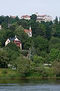 Elbe bei Loschwitz, Weisser Hirsch und Villen, Dresden, Sachsen, Deutschland. .Dresden, Germany, river Elbe near Loschwitz, villas