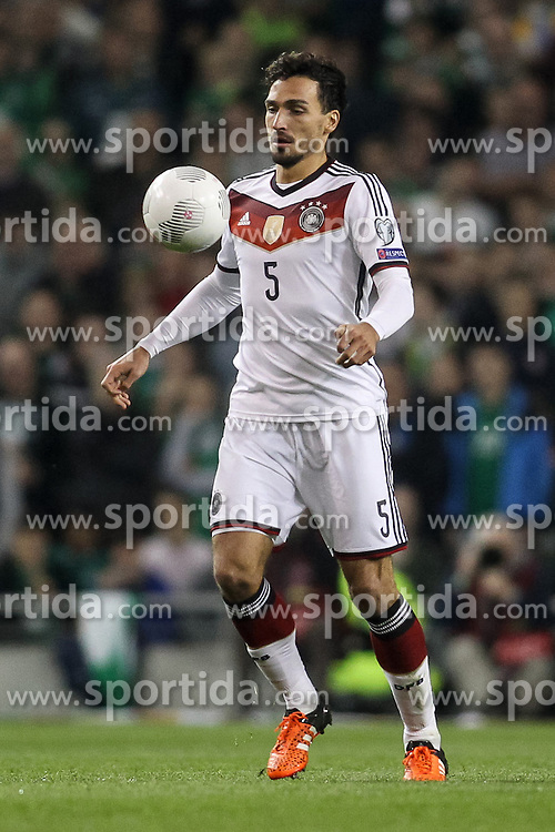 08.10.2015, Avia Stadium, Dublin, IRL, UEFA Euro Qualifikation, Irland vs Deutschland, Gruppe D, im Bild Mats Hummels (Borussia Dortmund #5) // during the UEFA EURO 2016 qualifier group D match between Ireland and Germany at the Avia Stadium in Dublin, Ireland on 2015/10/08. EXPA Pictures &copy; 2015, PhotoCredit: EXPA/ Eibner-Pressefoto/ Risto Bozovic<br /> <br /> *****ATTENTION - OUT of GER*****