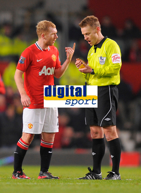 20120131: MANCHESTER, UK - Barclays Premier League 2011/2012: Manchester United vs Stoke City.<br /> In photo: Paul Scholes of Manchester United receives a yellow card off referee Mike Jones.<br /> PHOTO: CITYFILES