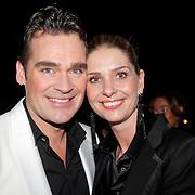 NLD/Hilversum/20120205 - Concert tbv Stichting DON, Jeroen van der Boom en partner Dany de Wit