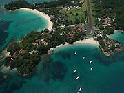 El archipiélago de las Perlas (también islas de las Perlas) son un grupo de alrededor de 39 islas y 100 islotes (muchas de ellas son pequeñas y deshabitadas) ubicadas en el corazón del golfo de Panamá, a unos 48 km de las costas del istmo de Panamá y con una superficie total de 1.165 km?, Administrativamente todo el archipiélago pertenece al distrito de Balboa, dentro de la provincia de Panamá.<br /> <br /> El nombre proviene de la abundancia de perlas que existía en la zona, durante el período de dominio español. En esta zona se halló la famosa Perla Peregrina que poseyó Felipe II y que también fuera propiedad de la actriz Elizabeth Taylor, hasta su fallecimiento en el año 2011.<br /> <br /> Por su increíble cantidad y diversidad de peces y especies marinas, este archipiélago es considerado uno de los mejores lugares de pesca deportiva en el mundo.<br /> <br /> ©Alejandro Balaguer/Fundación Albatros Media.