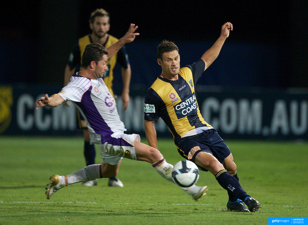 Pedj Bojic in action during the Central Coast Mariners V Perth Glory A-League match at Gosford, New South Wales, Australia, on Friday, November 27, 2009. Photo Tim Clayton.