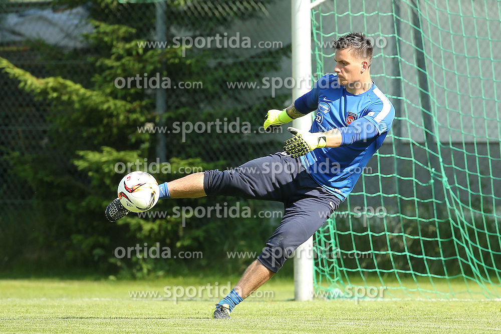 06.07.2015, Sportplatz St. Ulrich, St. Ulrich am Pillersee, AUT, Trainingslager, 1. FC Heidenheim, im Bild FCH Keeper Kevin Mueller (1. FC Heidenheim) mit dem Pass // during the Trainingscamp of German 2nd Bundesliga Club 1. FC Heidenheim at the Sportplatz St. Ulrich in St. Ulrich am Pillersee, Austria on 2015/07/06. EXPA Pictures &copy; 2015, PhotoCredit: EXPA/ Eibner-Pressefoto/ Fudisch<br /> <br /> *****ATTENTION - OUT of GER*****