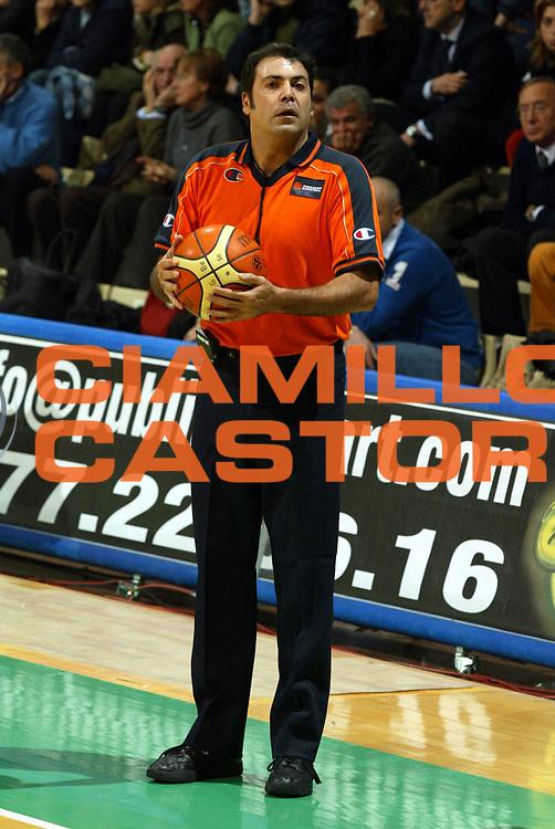 DESCRIZIONE : Siena Eurolega 2005-06 Montepaschi Siena Cska Mosca<br />GIOCATORE : Arbitro Referee<br />SQUADRA : <br />EVENTO : Eurolega 2005-06<br />GARA : Montepaschi Siena Cska Mosca<br />DATA : 21/12/2005<br />CATEGORIA : <br />SPORT : Pallacanestro<br />AUTORE : Agenzia Ciamillo-Castoria/G.Ciamillo
