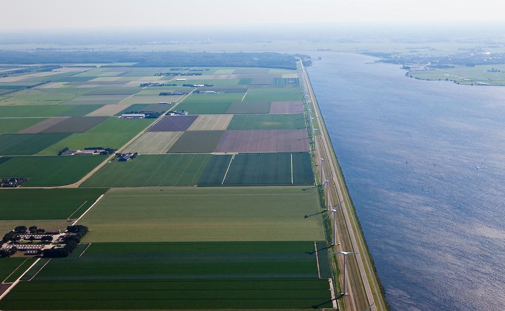 Nederland, Flevoland, Gemeente Zeewolde, 06-09-2010; Eemmeer met windmolens aan de Eemmeerdijk..Eemmeer with windmills on the dike of polder Flevoland..luchtfoto (toeslag), aerial photo (additional fee required).foto/photo Siebe Swar