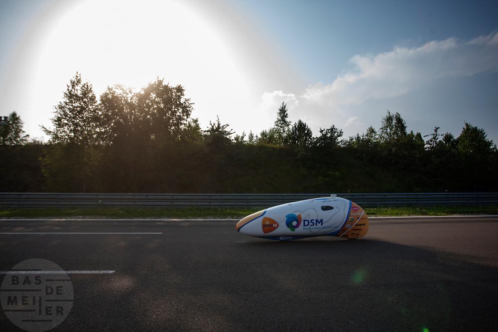 Alwin Visker tijdens zijn recordpoging. HPT Delft en Amsterdam is in Senftenberg voor de recordpogingen op de Dekra baan.<br /> <br /> Alwin Visker at his record attempt. The Human Power Team Delft and Amsterdam has arrived in Senftenberg (Germany) to break the world record on the one hour time trial at the Dekra test track.