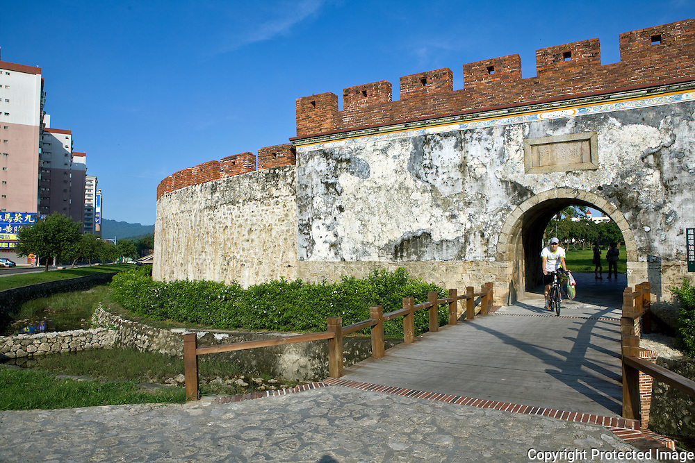 The old city wall near Shoushan Mountain, a popular hiking area.
