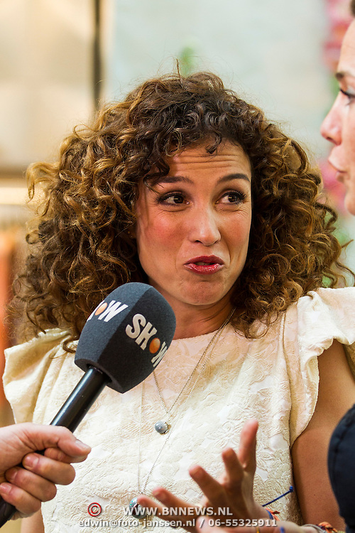 NLD/Amsterdam/20140409 - Presentatie Sam & haas fairtrade juwelenlijn, Katja Schuurman en Bibi van der Velden geven een interview