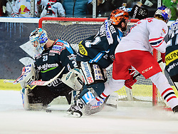 28.03.2014, Eisarena, Salzburg, AUT, EBEL, EC Red Bull Salzburg vs EHC Black Wings Linz, Halbfinale, best of five, 3. Spiel, im Bild v.l. Michael Ouzas und Curtis Murphy (EHC Black Wings Linz)gegen Thomas Raffl (EC Red Bull Salzburg) // v.l. Michael Ouzas und Curtis Murphy (EHC Black Wings Linz)gegen Thomas Raffl (EC Red Bull Salzburg) during the Erste Bank Icehockey League Playoff Semifinal best of five round 3rd match between EC Red Bull Salzburg and EHC Black Wings Linz at the Eisarena in Salzburg, Austria on 2014/03/28. EXPA Pictures © 2014, PhotoCredit: EXPA/ Reinhard Eisenbauer