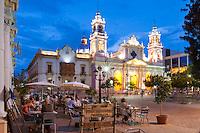 CATEDRAL (MHN Monumento Histórico Nacional), PALACIO EPISCOPAL Y PLAZA 9 DE JULIO AL ANOCHECER, CIUDAD DE SALTA, PROV. DE SALTA, ARGENTINA