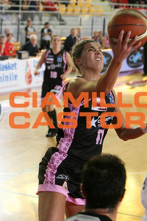 DESCRIZIONE : Roma Lega A1 Femminile 2008-09 Prima giornata Campionato Pool Comense Gescom MCI Viterbo <br /> GIOCATORE : Mara Invernizzi<br /> SQUADRA : Pool Comense<br /> EVENTO : Campionato Lega A1 Femminile 2008-2009 <br /> GARA : Pool Comense Gescom MCI Viterbo<br /> DATA : 11/10/2008 <br /> CATEGORIA : penetrazione tiro<br /> SPORT : Pallacanestro <br /> AUTORE : Agenzia Ciamillo-Castoria/E.Castoria