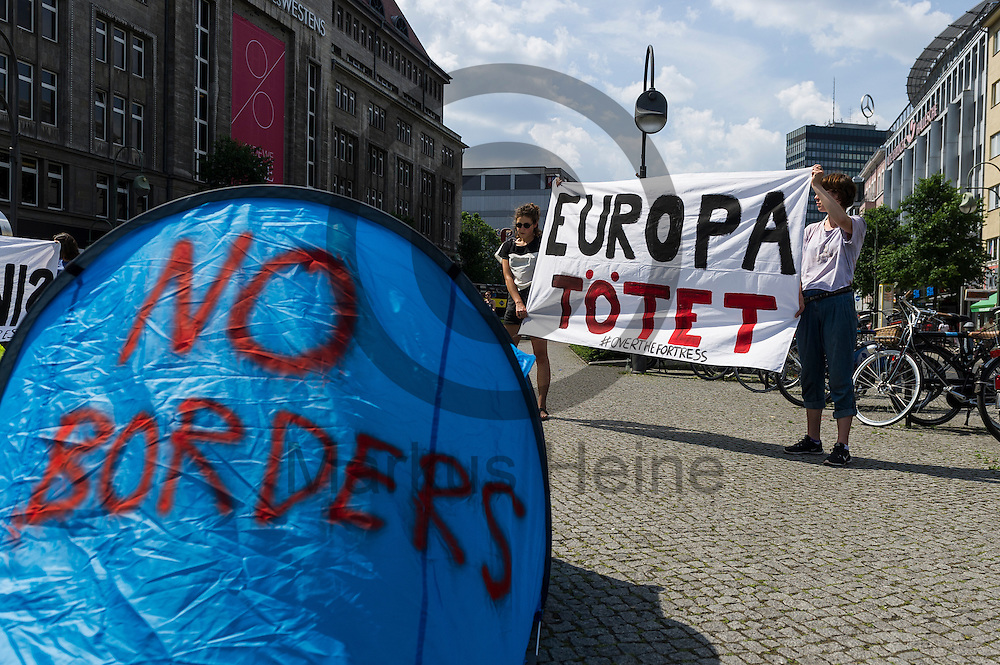 &quot;Europa T&ouml;tet&quot; steht w&auml;hrend eines Flashmobs zur R&auml;umung von Idomeni am 04.06.2016 in Berlin, Deutschland auf dem Transparent von Aktivisten. Ca 20 Aktivisten bauten auf dem Wittenbergplatz Wurfzelte auf um gegen die R&auml;umung und die Umsiedlung von Fl&uuml;chtlingen aus dem Camp an der griechisch-mazedonischen Grenze zu demonstrieren. Foto: Markus Heine / heineimaging<br /> <br /> ------------------------------<br /> <br /> Ver&ouml;ffentlichung nur mit Fotografennennung, sowie gegen Honorar und Belegexemplar.<br /> <br /> Bankverbindung:<br /> IBAN: DE65660908000004437497<br /> BIC CODE: GENODE61BBB<br /> Badische Beamten Bank Karlsruhe<br /> <br /> USt-IdNr: DE291853306<br /> <br /> Please note:<br /> All rights reserved! Don't publish without copyright!<br /> <br /> Stand: 06.2016<br /> <br /> ------------------------------w&auml;hrend Flachmobs zur R&auml;umung von Idomeni am 04.06.2016 in Berlin, Deutschland. Ca 20 Aktivisten bauten auf dem Wittenbergplatz Wurfzelte auf um gegen die R&auml;umung und die Umsiedlung von Fl&uuml;chtlingen aus dem Camp an der griechisch-mazedonischen Grenze zu demonstrieren. Foto: Markus Heine / heineimaging<br /> <br /> ------------------------------<br /> <br /> Ver&ouml;ffentlichung nur mit Fotografennennung, sowie gegen Honorar und Belegexemplar.<br /> <br /> Bankverbindung:<br /> IBAN: DE65660908000004437497<br /> BIC CODE: GENODE61BBB<br /> Badische Beamten Bank Karlsruhe<br /> <br /> USt-IdNr: DE291853306<br /> <br /> Please note:<br /> All rights reserved! Don't publish without copyright!<br /> <br /> Stand: 06.2016<br /> <br /> ------------------------------