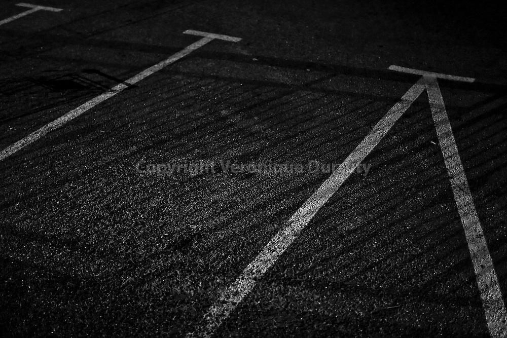 Le Parking, 2015<br /> <br /> tirage pigementaure sur papier Hahnem&uuml;hle baryt&eacute;<br /> <br /> 20 cm x 30 cm<br /> <br /> S&eacute;rie de 3 exemplaires num&eacute;rot&eacute;s et sign&eacute;s, avec certificat<br /> <br /> Contact : v.durruty@gmail.com