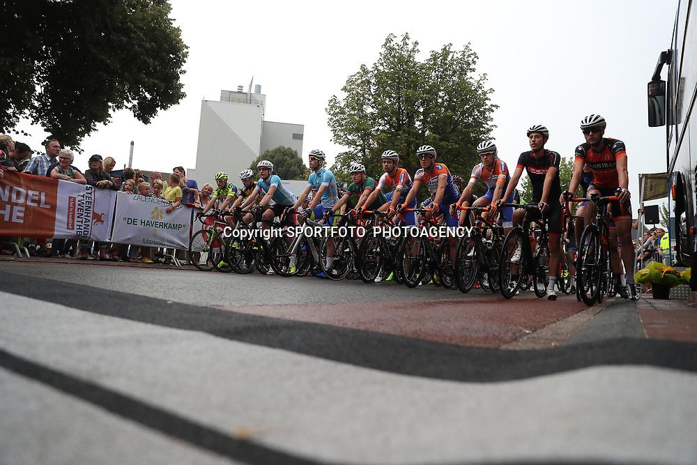 19-08-2016: Wielrennen: Ronde van Markelo: Markelo   <br />MARKELO (NED) wielrennen  <br />Peloton staat klaar voor de tweede wedstrijd van de Viro criteriumcup