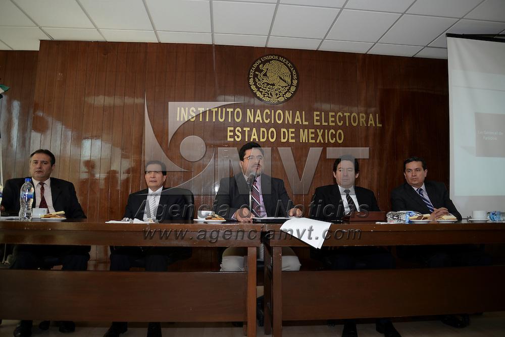 Toluca, México.- Matias Chiquito Díaz de León, Vocal Ejecutivo del Instituto Nacional Electoral en conferencia de prensa señaló que los procesos electorales seguirán siendo organizados por el INE  y los organismos electorales locales,  ya que habrá una sola norma regulatoria para elecciones. Agencia MVT / Crisanta Espinosa