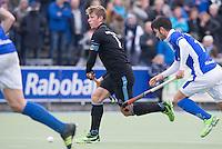 UTRECHT- Hockey -  Floris van der Linden van HGC aan de bla met rechts Robbert Kemperman van Kampong tijdens de hoofdklasse competitiewedstrijd tussen de mannen van Kampong en HGC (2-1). COPYRIGHT KOEN SUYK