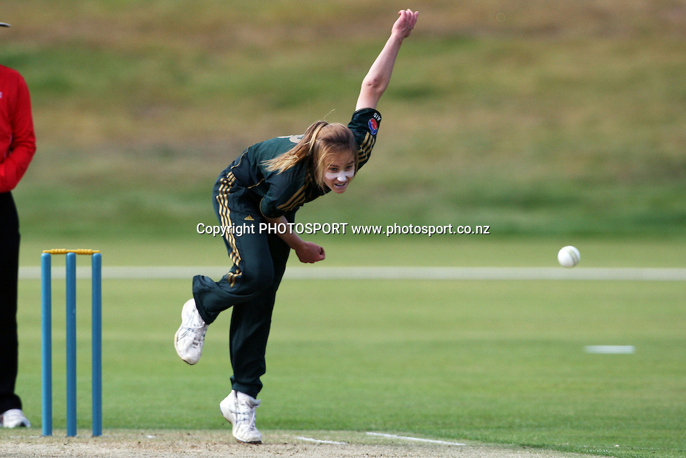 Ellyse Perry Bowling, New Zealand White Ferns v Australia, Rosebowl cricket series, One day international, Queenstown Events Centre, Queenstown. 3 March 2010. Photo: William Booth/PHOTOSPORT