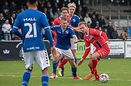 Jonas Henriksen (FC Helsingør) følges af Jonathan Kjær (Holbæk B&I) under kampen i 2. Division mellem Holbæk B&I og FC Helsingør den 20. oktober 2019 i Holbæk Sportsby (Foto: Claus Birch).