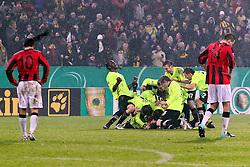 22.12.2010,  Tivoli, Aachen, GER, DFB Pokal Achtelfinale, Alemannia Aachen vs Eintracht Frankfurt, 3. Runde, im Bild: Torjubel / Jubel nach dem 1:0 durch Marco Hoeger (Aachen #37). Halil Altintop (Frankfurt #10) (li.) und Alexander Meier (Frankfurt #14) sind entaeuscht / entäuscht   EXPA Pictures © 2010, PhotoCredit: EXPA/ nph/  Mueller       ****** out ouf GER ******