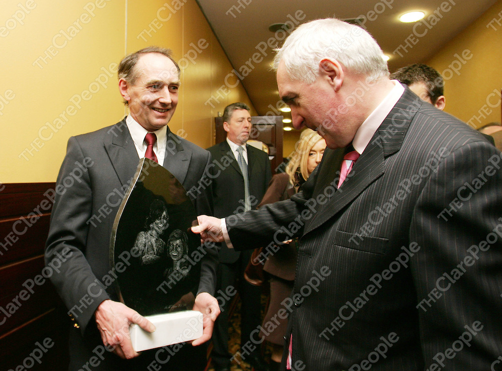 180206<br /> An Taoiseach Bertie Ahern receives a sculpture from Mike McTigue at the Ogra Fianna Fail Conference in Ennis, Co Clare.Pic Arthur Ellis/Press 22.