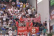 DESCRIZIONE : Sassari Lega A 2014-15 Dinamo Banco di Sardegna Sassari - Grissin Bon Reggio Emilia  Finale playoff  gara 3<br /> GIOCATORE : Tifosi GrissinBon Reggio Emilia<br /> CATEGORIA :  Low Tifosi Before <br /> SQUADRA : GrissinBon Reggio Emilia<br /> EVENTO : LegaBasket Serie A Beko 2014/2015<br /> GARA : Dinamo Banco di Sardegna Sassari - Grissin Bon Reggio Emilia Finale playoff gara 3<br /> DATA : 18/06/2015 <br /> SPORT : Pallacanestro <br /> AUTORE : Agenzia Ciamillo-Castoria /Richard Morgano<br /> Galleria : Lega Basket A 2014-2015 Fotonotizia : Sassari Lega A 2014-15 Dinamo Banco di Sardegna Sassari - Grissin Bon Reggio Emilia playoff Semifinale gara 3<br /> Predefinita :