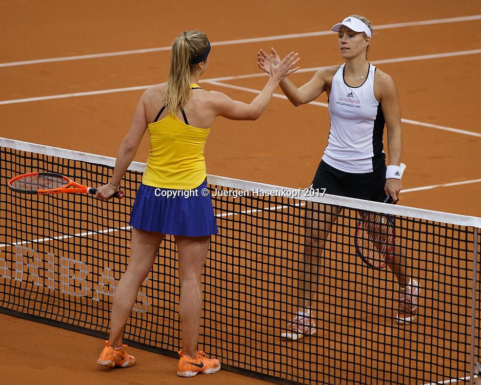 GER-UKR, Deutschland - Ukraine, <br /> Porsche Arena, Stuttgart, internationales ITF  Damen Tennis Turnier, Mannschafts Wettbewerb,<br /> ANGELIQUE KERBER (GER) gratuliert der Siegerin ELINA SVITOLINA (UKR) am Netz,