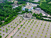 Nederland, Noord-Brabant, Gemeente Loon op Zand, 14-05-2020; Kaatsheuvel, ingang van attractiepark de Efteling. De attractie is gesloten als gevolg van de richtlijnen van het RIVM, het parkeerterrein is leeg.<br /> Kaatsheuvel, entrance to the Efteling theme park. The attraction is closed due to the guidelines of the RIVM, the parking lot is empty.<br /> luchtfoto (toeslag op standard tarieven);<br /> aerial photo (additional fee required)<br /> copyright © 2020 foto/photo Siebe Swart