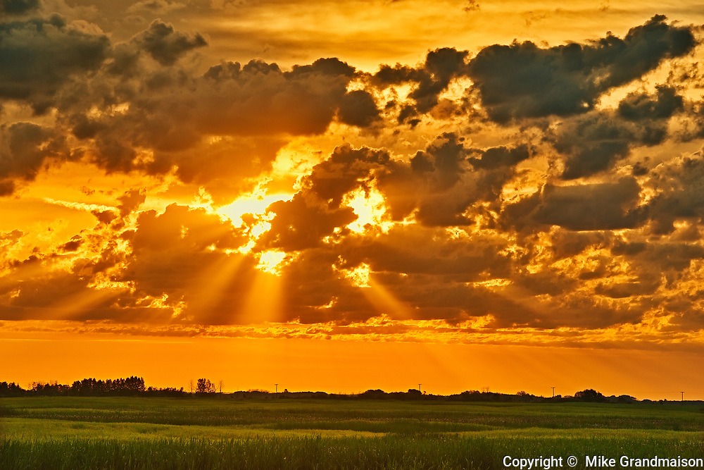 Clouds at sunriseover the Canadian prairie, Near Yorkton, Saskatchewan, Canada